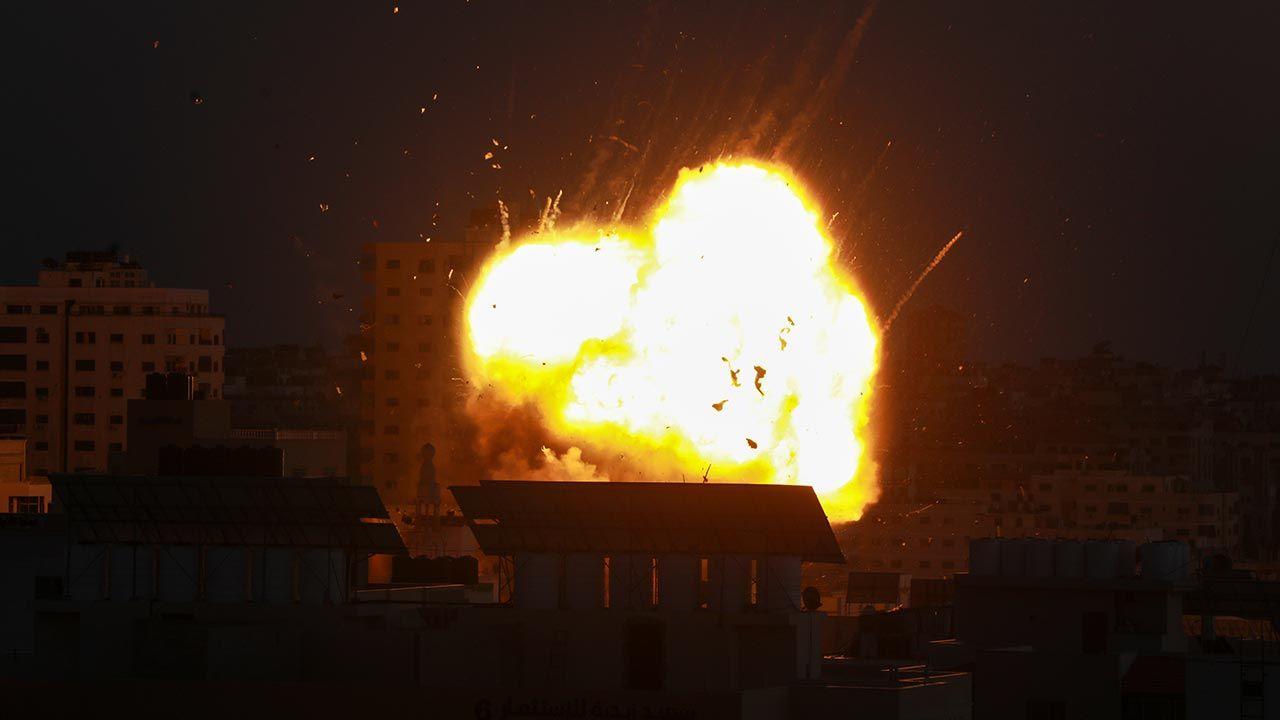 """""""Operacje Izraela będą kontynuowane tak długo, jak będzie to konieczne"""" (fot. Majdi Fathi/NurPhoto via Getty Images)"""