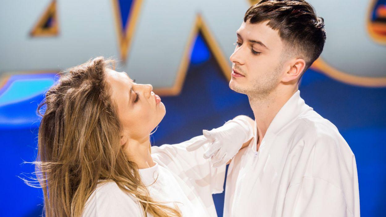 Anna Karczmarczyk i Mateusz Łapka zatańczyli jako pierwsi (fot. TVP/W. Kompała)