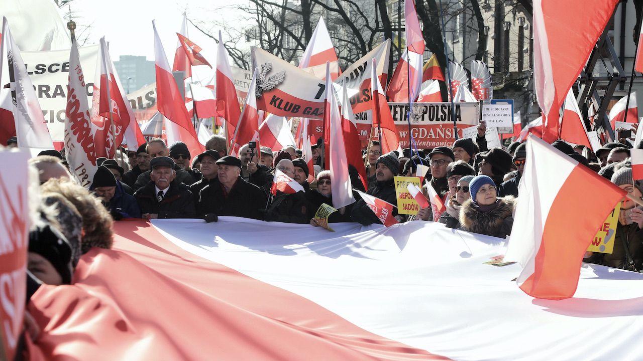 Spór o suwerenność Polski trwa (fot. arch.PAP/Wojciech Olkuśnik)