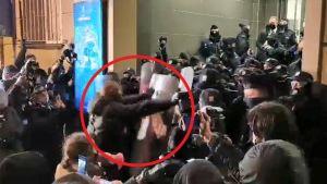 Na nagraniu widać najbardziej agresywnych uczestników proaborcyjnego protestu (fot. portal tvp.info)