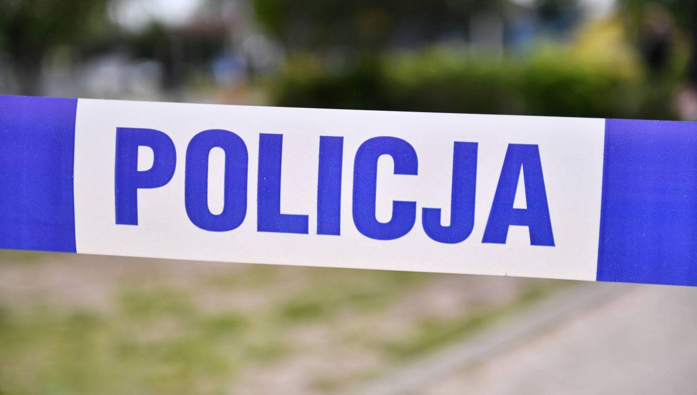 Na miejscu pracuje policja pod nadzorem prokuratury. Służby będą ustalać co było przyczyną śmierc (fot.arch.PAP/ Marcin Gadomski)