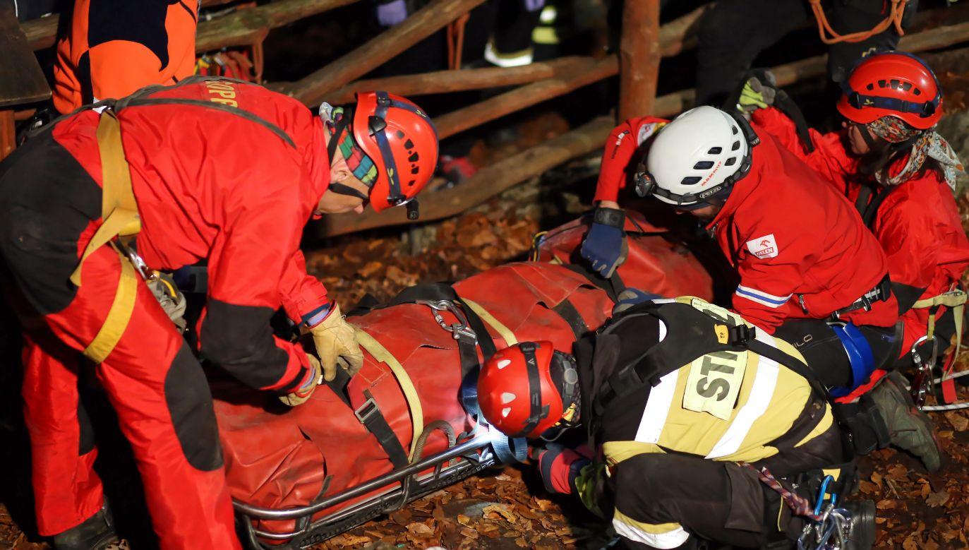 W wyniku upadku z wysokości mężczyzna prawdopodobnie doznał urazów (fot.PAP/Waldemar Deska)