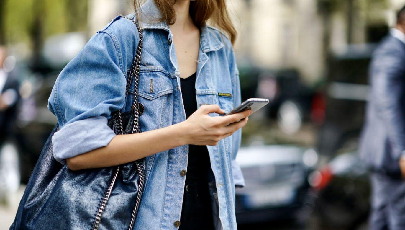 Kliknięcie w link z SMS-a oznacza pobranie złośliwej aplikacji (fot. Edward Berthelot/Getty Images)