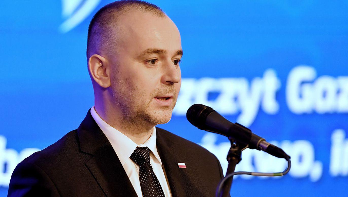 Paweł Mucha przypomniał, że według analiz UOKiK nie ma zagrożenia dla konkurencji na rynku prasy lokalnej (fot. PAP/Marcin Bielecki)