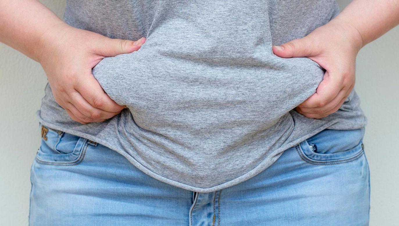 Jak wynika z danych, ponad 63 proc. dorosłych w Wielkiej Brytanii ma wyższą wagę niż powinna (fot. Shutterstock/Ivan4es)