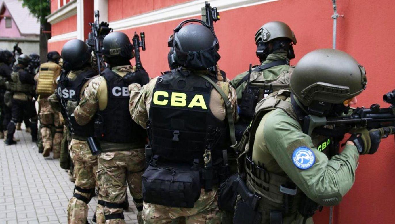 Przeszukano kilkadziesiąt miejsc związanych z grupą przestępczą (fot. CBA)