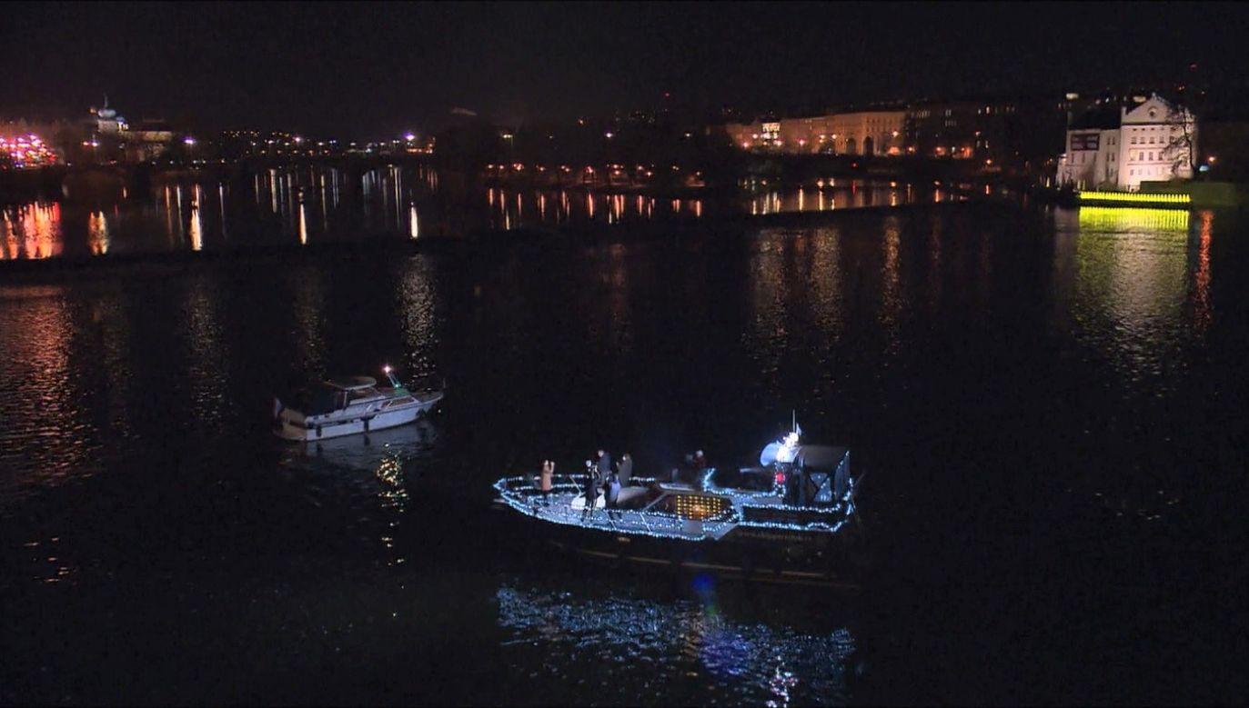 Solistka wystąpiła na żywo ze statku w Pradze (fot. CESKA TELEVIZE)