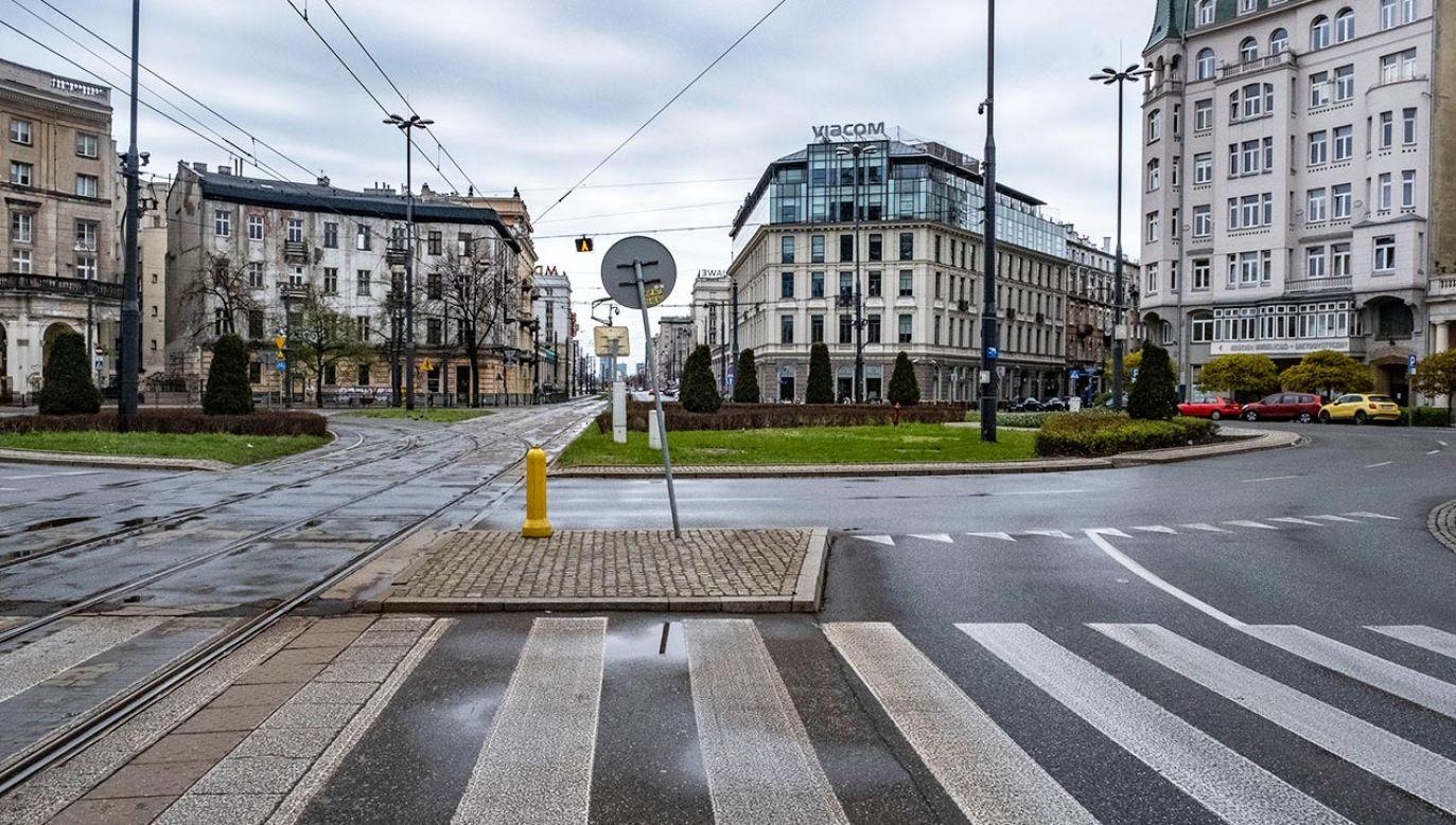 Ogródki zajmą pas jezdni na pl. Zbawiciela (fot. Forum/Tomasz Sikora)
