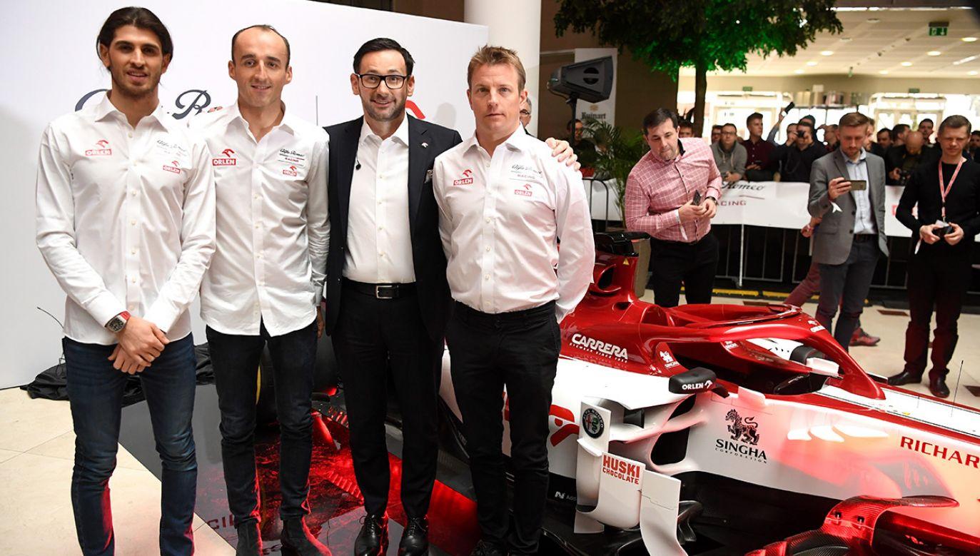 Kierowcy zespołu Alfa Romeo Racing Orlen: Antonio Giovinazzi, Kimi Raikkonen i Robert Kubica oraz prezes zarządu PKN ORLEN Daniel Obajtek (fot. PAP/Piotr Nowak)