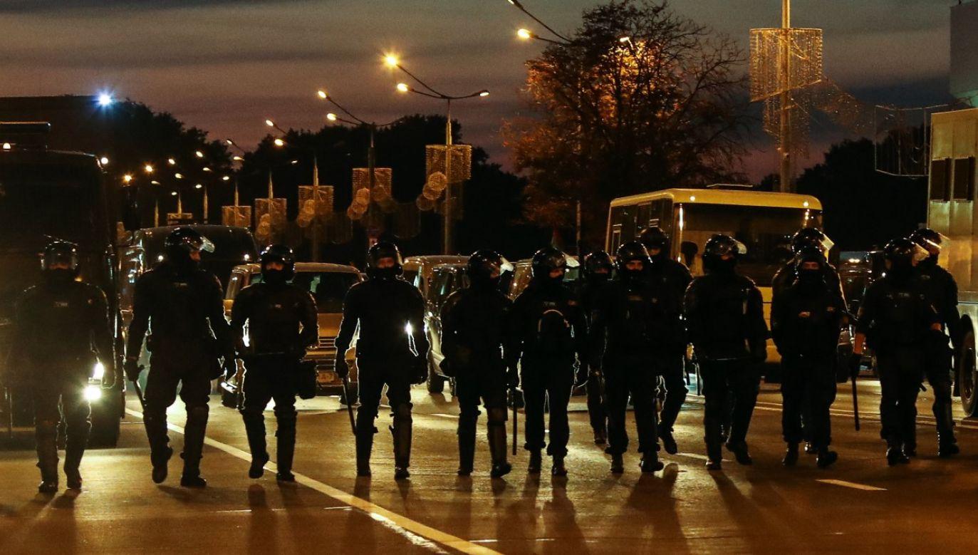 Demonstracje i starcia ze służbami na Białorusi trwaja drugi dzień (fot. Valery Sharifulin\TASS via Getty Images)