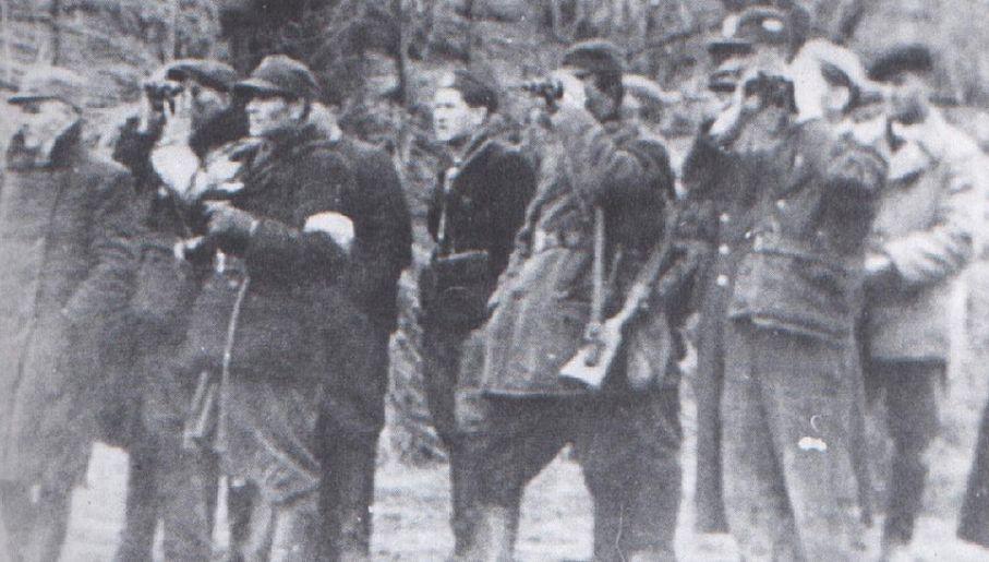 Powstańcy byli słabo wyposażeni (fot. Wiki)