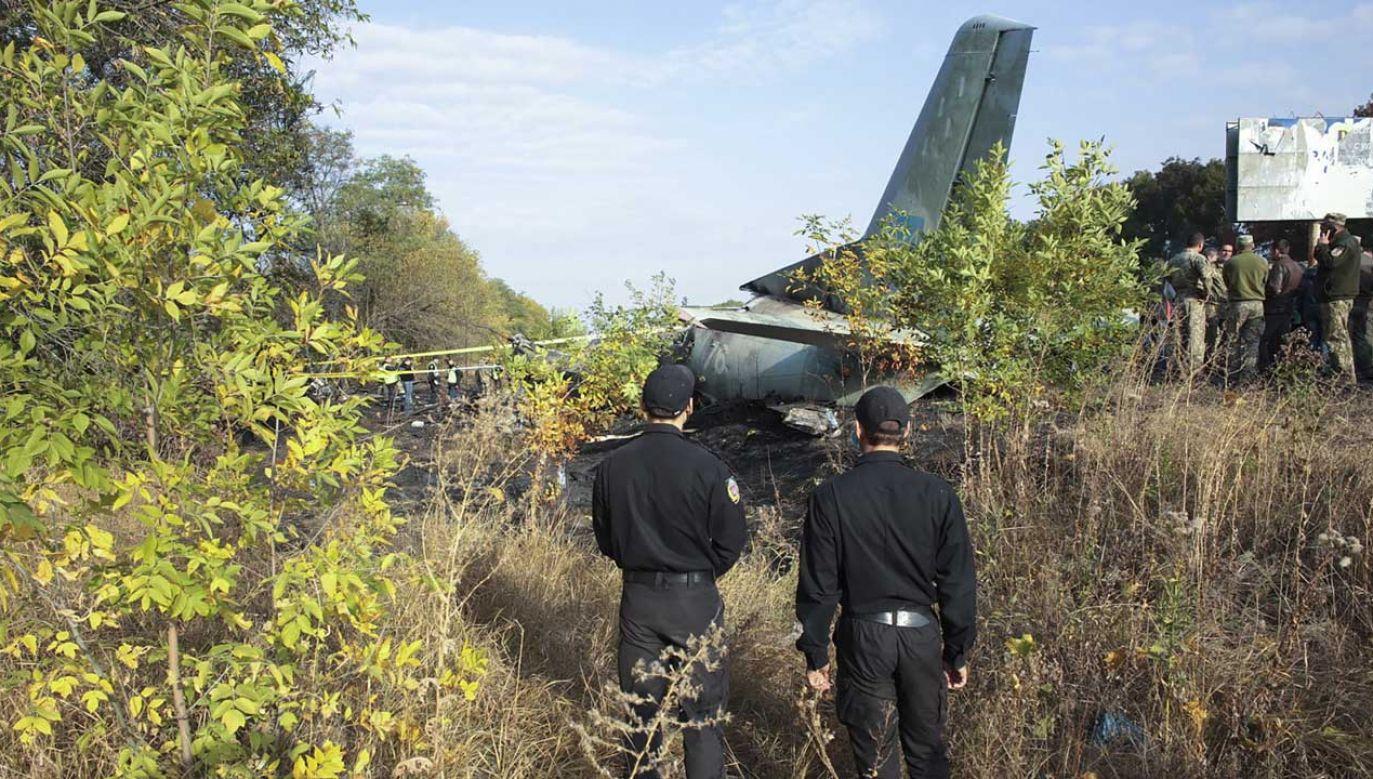 Samolot spadł i zapalił się (fot. PAP/EPA/SERGEY KHRUPOV)