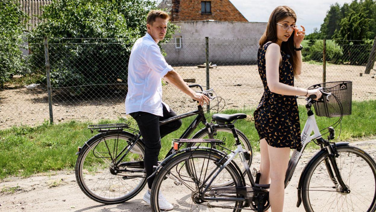 Maciek zorganizował wycieczkę rowerową, na którą zabrał Monikę (fot. TVP)