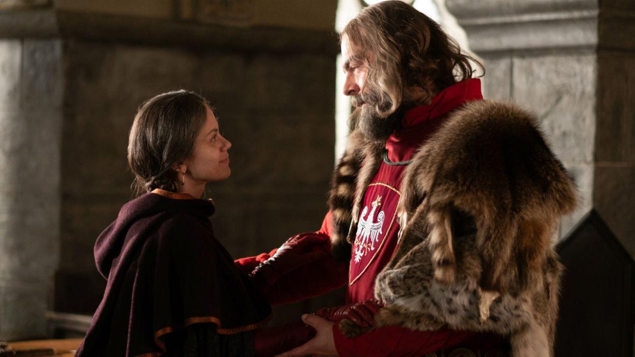 W serialu król niedługo przed końcem żywota spotkał się z ukochaną Cudką (fot. TVP)