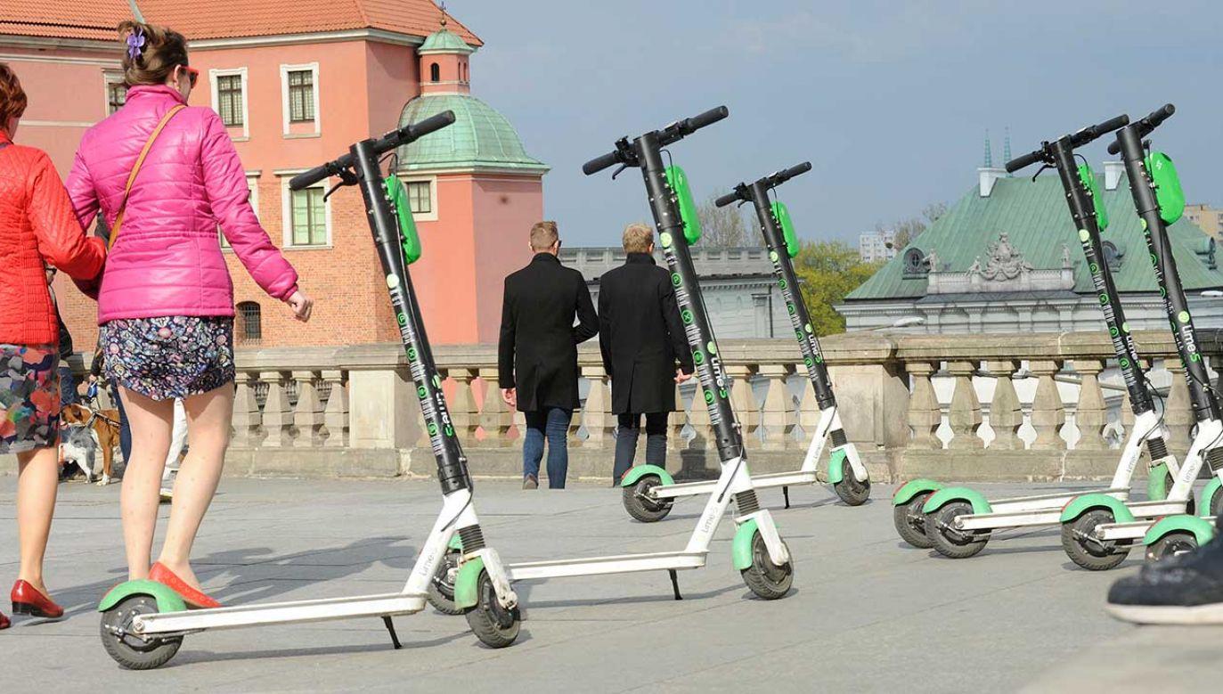 Hulajnogą będzie mogła poruszać się tylko jedna osoba  (fot. arch. PAP/Andrzej Rybczyński)