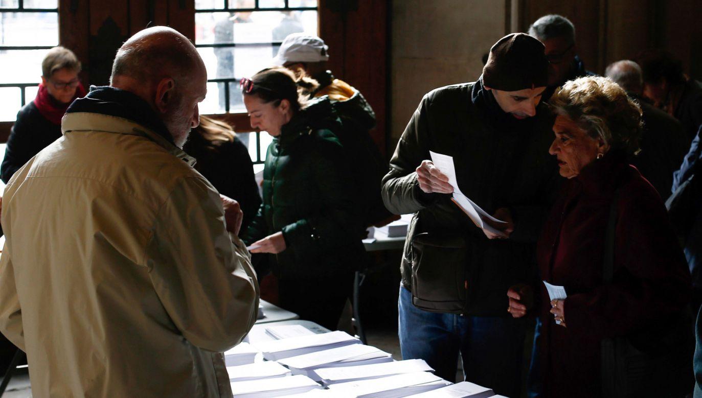 Głosowanie w Barcelonie (fot. PAP/EPA/QUIQUE GARCIA)