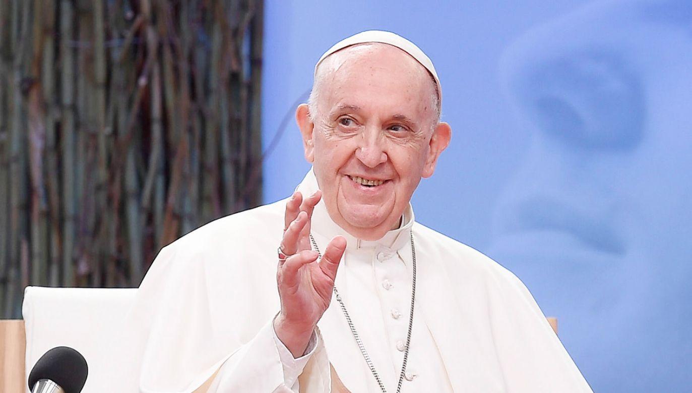 Papież Franciszek rozmawiał z dziennikarzami na pokładzie samolotu (fot. PAP/EPA/VATICAN MEDIA HANDOUT)
