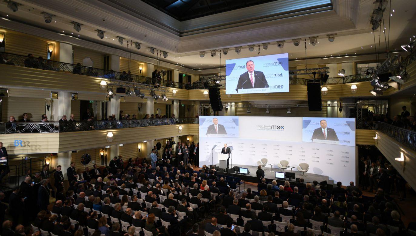 Mike Pompeo wyjaśniał w Monachium, że  wsparcie dla krajów Trójmorza ma pomóc w zmniejszeniu zależności energetycznej od Rosji (fot. PAP/EPA/PHILIPP GUELLAND)