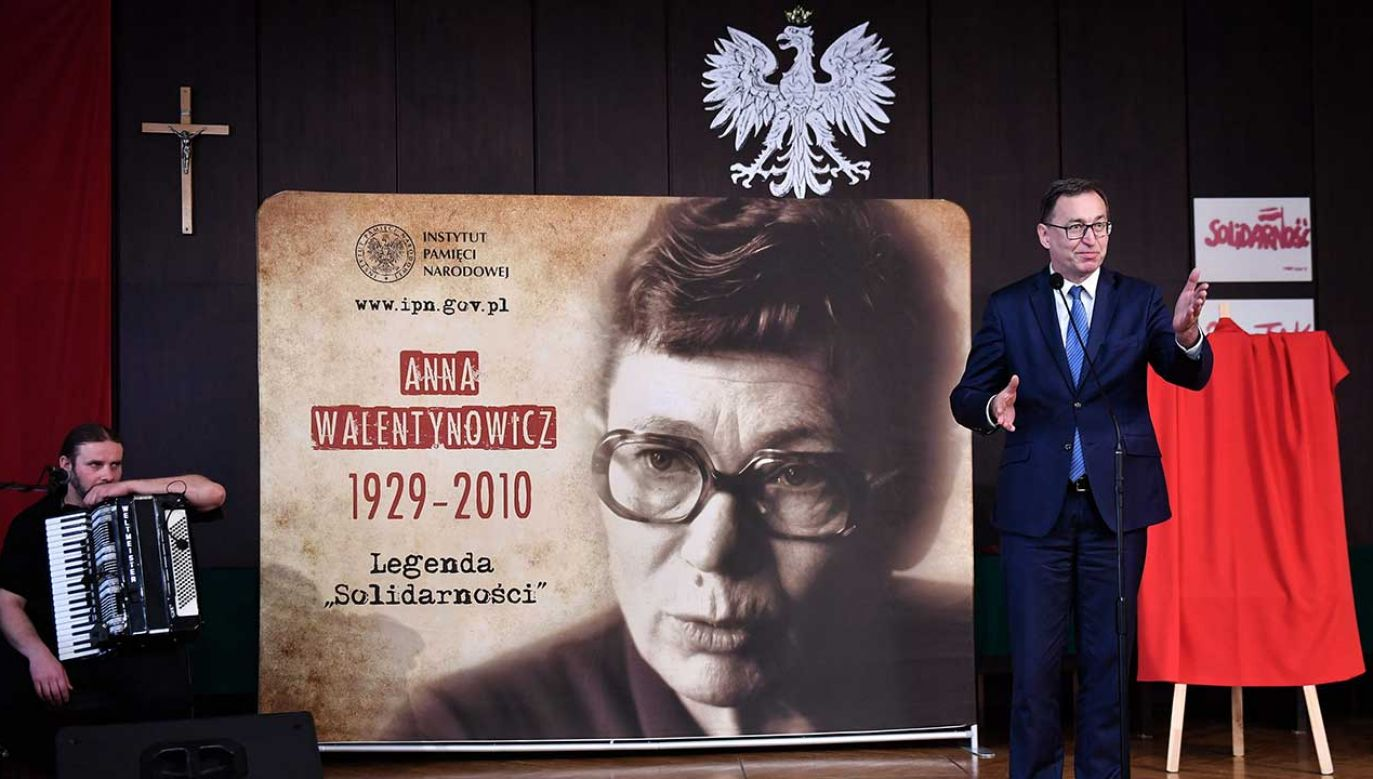 Podczas uroczystości głos zabral m.in. prezes IPN Jarosław Szarek (fot. PAP/Marcin Gadomski)