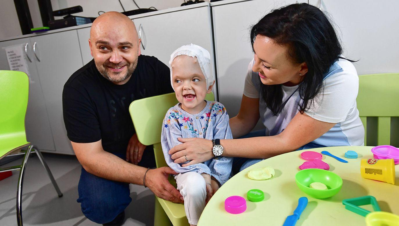 Zrośnięcie szwów czaszkowych nie pozwala na prawidłowy rozwój mózgu dziecka (fot. PAP/Marcin Bielecki)