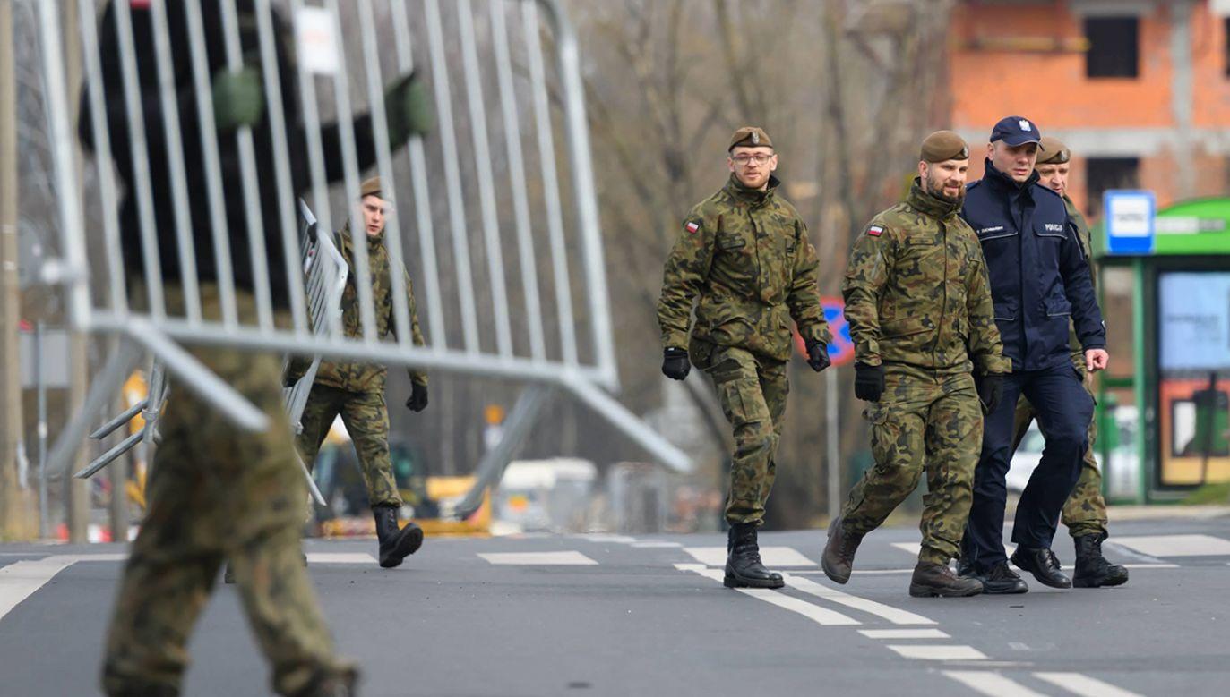 2828 żołnierzy wspiera policję (fot. PAP/Jakub Kaczmarczyk)