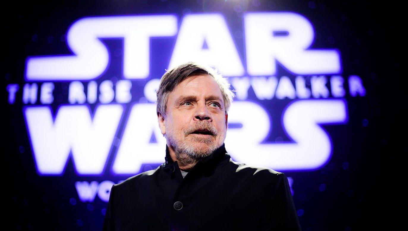 """Mark Hamill zagrał Luke'a Skywalkera w sześciu epizodach """"Gwiezdnych wojen"""" i powiedział, że pożegnał się z uniwersum filmu (fot. Rich Fury/Getty Images)"""