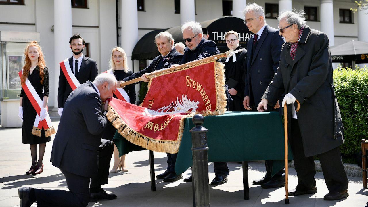 Uroczystość odbyła sięprzed pomnikiem Wojciecha Bogusławskiego w Warszawie (fot. PAP/Piotr Nowak)