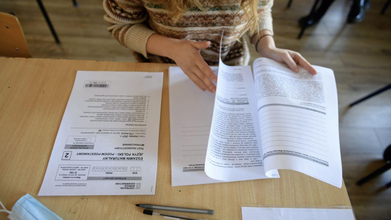 Maturzyści mają na sprawdzenie swojej pracy pół roku (fot. arch.PAP/Lech Muszyński)