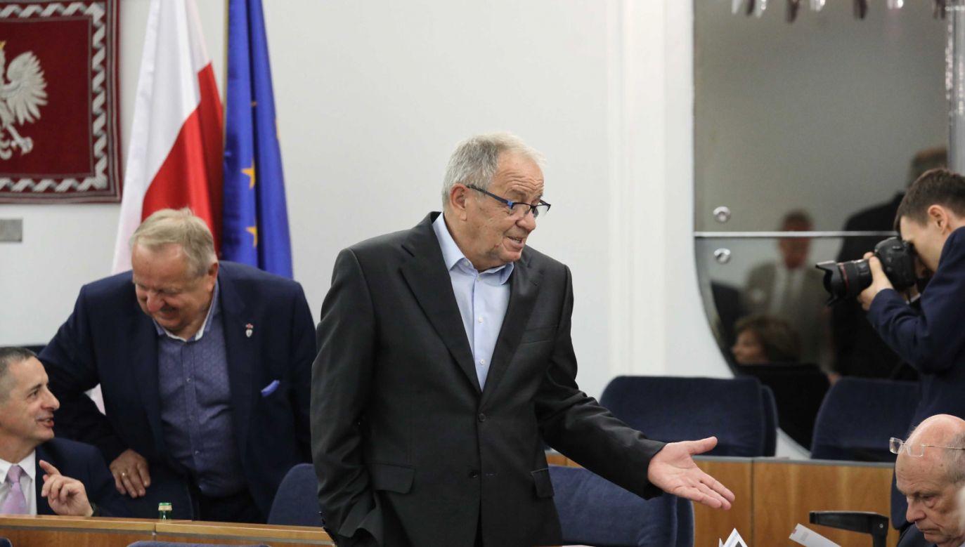 Zdaniem zastępcy rzecznika PiS, słowa senatora PO są niepokojące i budzą bardzo złe skojarzenia (fot. PAP/Tomasz Gzell)