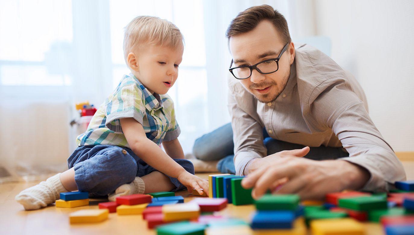Ponadto rodzice mogą wystąpić o zasiłek opiekuńczy na ogólnych zasadach – w takim przypadku będzie on przysługiwał w ramach limitu 60 dni w roku kalendarzowym (fot. SHutterstock/Syda Productions)