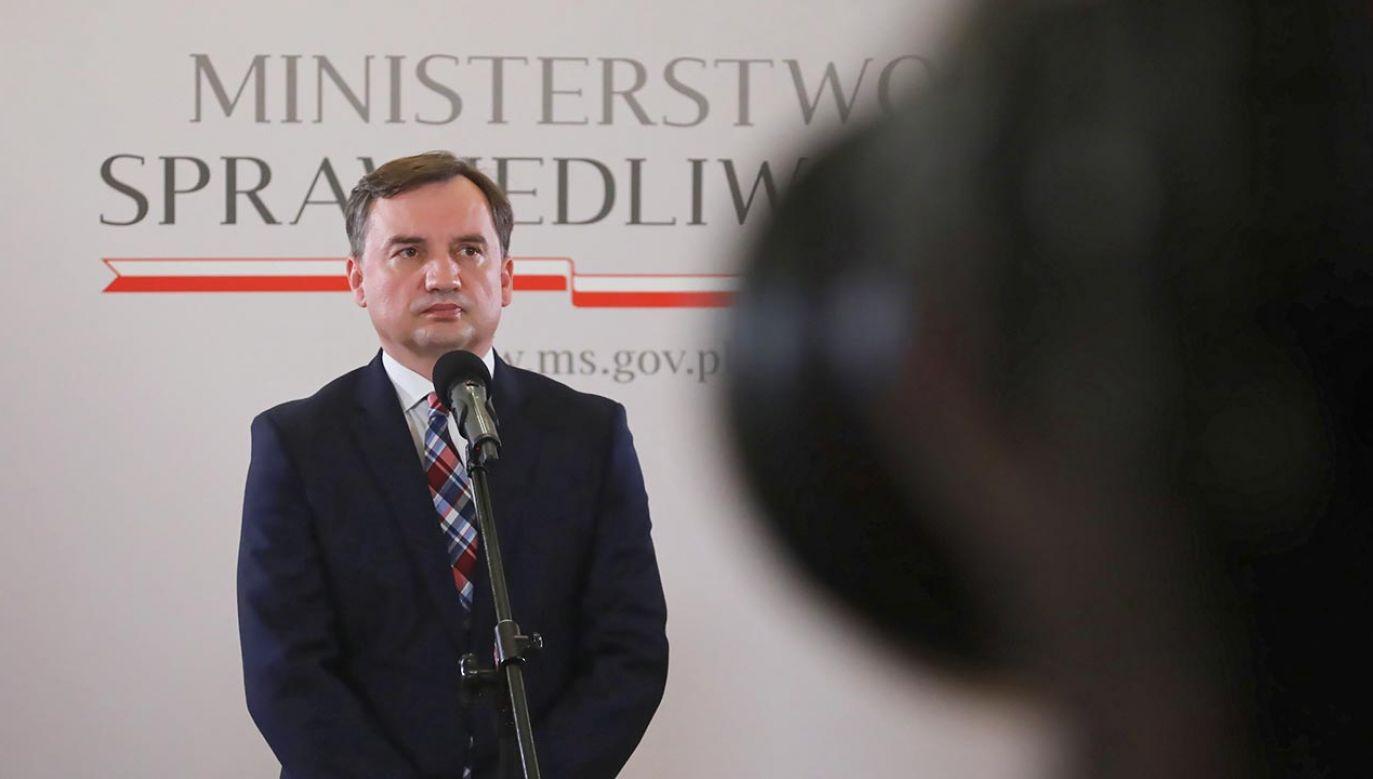"""Ziobro ocenił, że w sprawie tej """"mamy do czynienia z ogromnym kłamstwem w finale tej kampanii wyborczej"""" (fot. PAP/Wojciech Olkuśnik)"""