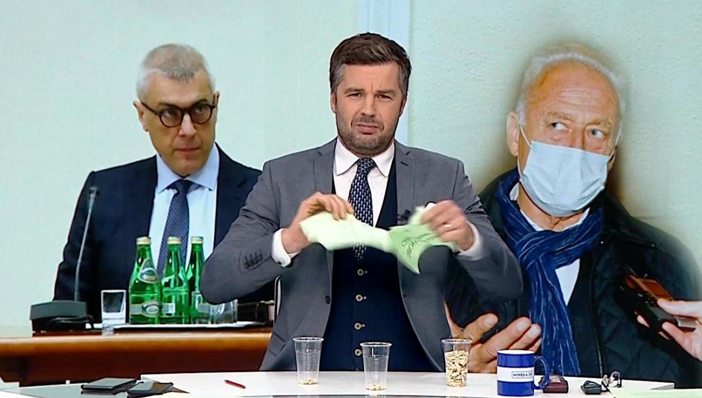 Michał Rachoń potrzebował do pomocy jedynie kilku prostych rekwizytów (fot. TVP Info)