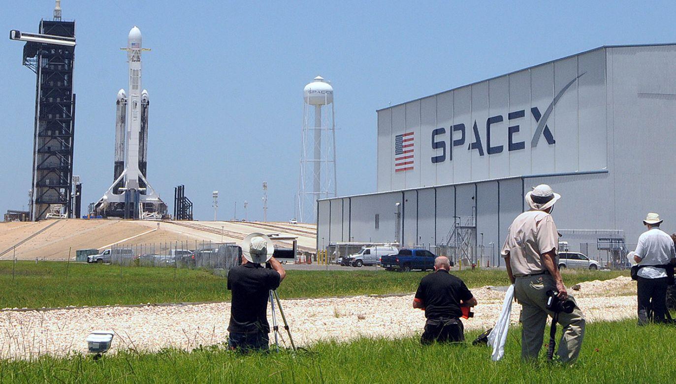 To już trzeci lot Falcon Heavy, a jednocześnie pierwszy zlecony m.in. przez amerykański resort obrony (fot. Paul Hennessy/NurPhoto via Getty Images)