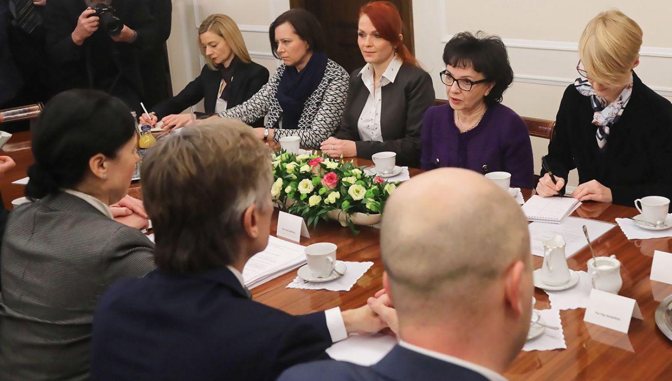 Przypomniałam pani komisarz, że mamy bardzo mocny mandat do tych zmian – mówiła Elżbieta Witek (fot. PAP/Wojciech Olkuśnik)