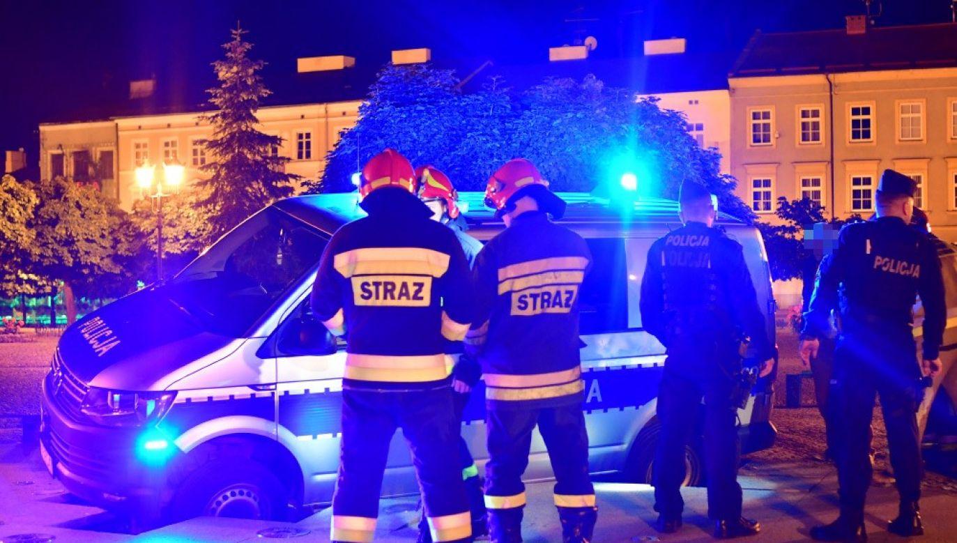 Przed godziną 2:00 w nocy auto udało się z niej wyciągnąć (fot. panoramakutna.pl)