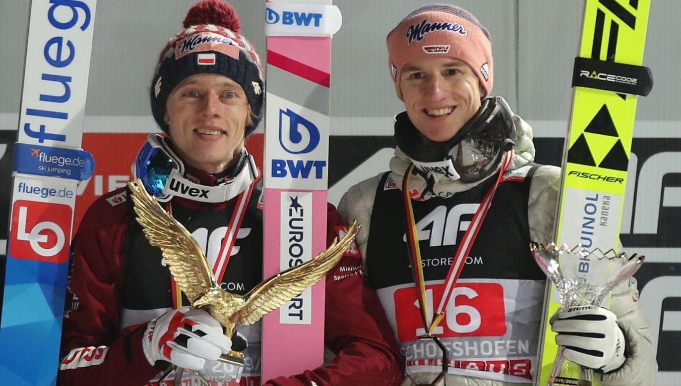 Dawid Kubacki i Karl Geiger, który jest wiceliderem PŚ (fot. Getty Images)