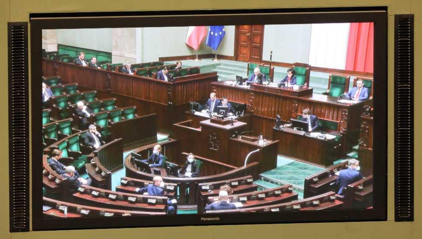 Ustawa przyjęta przez Sejm trafi pod obrady Senatu (fot. PAP/Wojciech Olkuśnik)