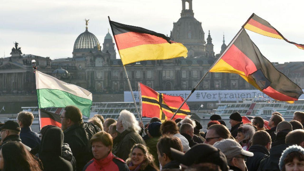 Protest w Dreznie (fot. PAP/EPA/HENDRIK SCHMIDT)