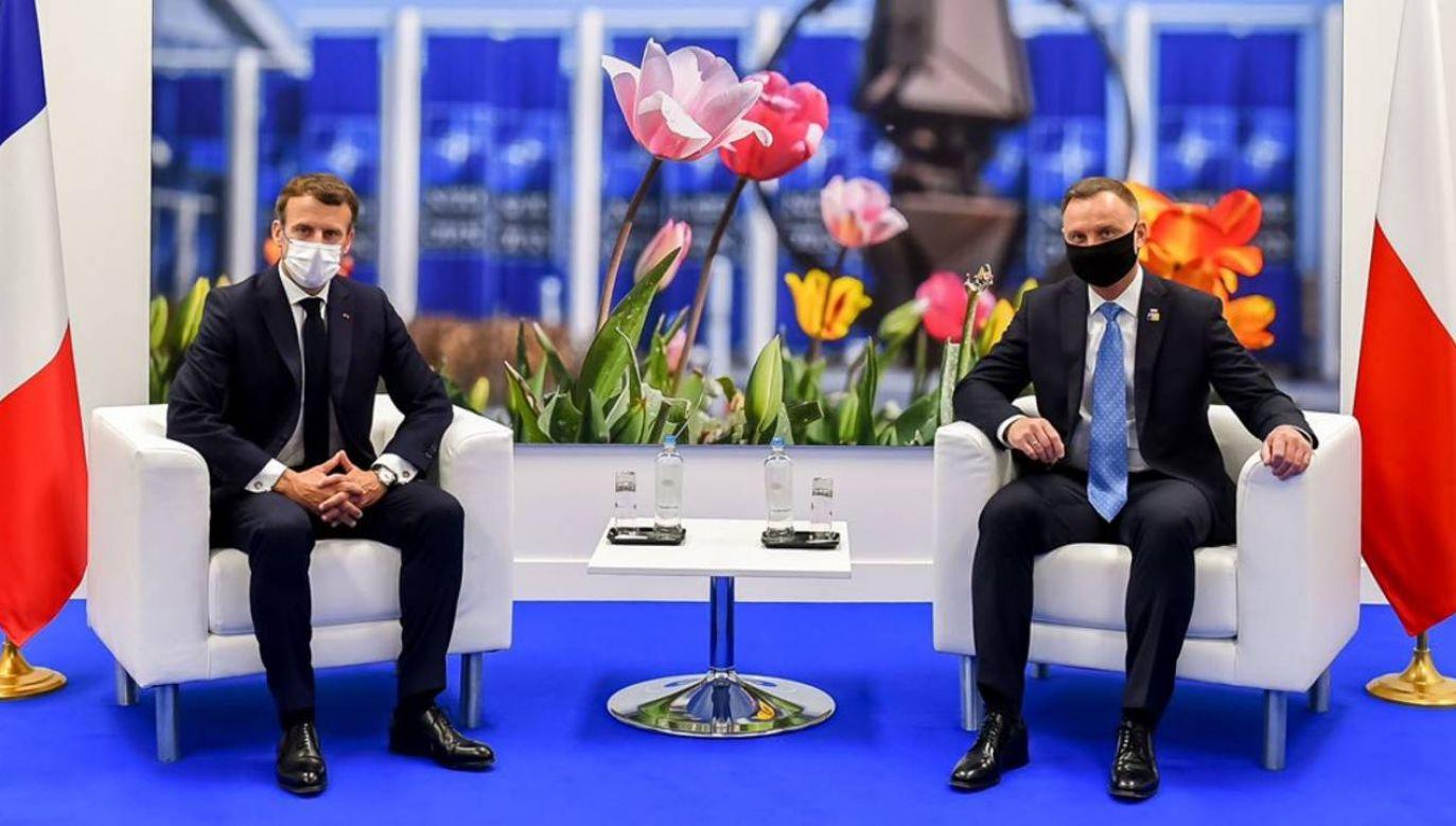 Prezydenci Polski i Francji spotkali się w kwaterze głównej NATO w Brukseli (fot. Twitter/@BPM_KPRP)