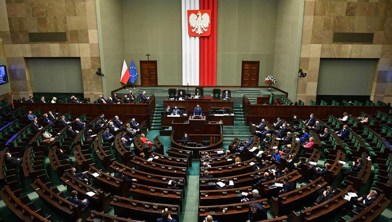 Ustawa zakłada m.in. wyłączenie medyków z odpowiedzialności karnej w czasie epidemii (fot. PAP/Radek Pietruszka)