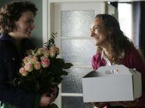 Jagoda, która awaryjnie zastępowała Irenkę w sekretariacie, postanowiła przygotować małe przyjęcie dla Karoliny (fot. TVP)