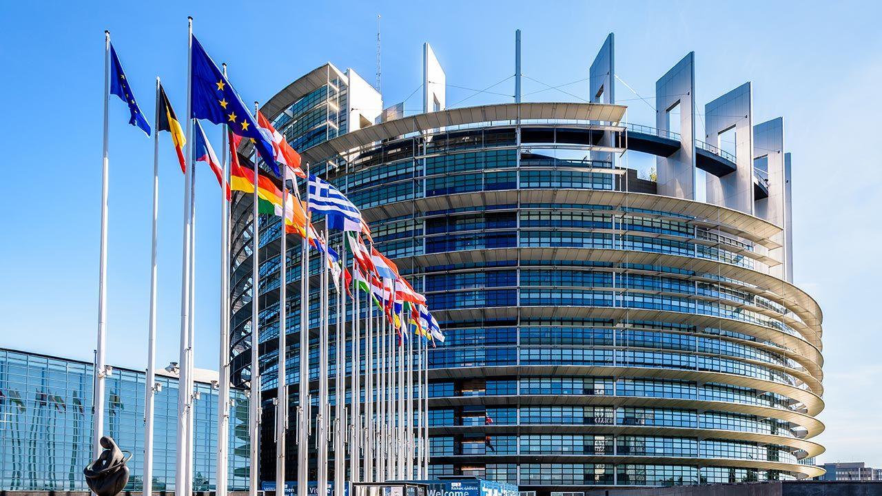Parlament Europejski przyjmie kolejną rezolucję przeciwko Polsce? (fot. Shutterstock/olrat)