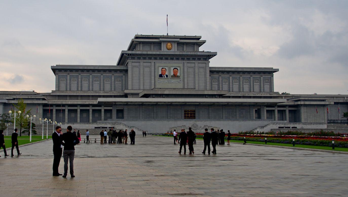 Pałac Kumsusan służy jako mauzoleum dla Kim Ir Sena, założyciela i prezydenta Korei Płn. oraz jego syna i następcy Kim Dzong Ila (fot. Wikimedia Commons/Uwe Brodrecht)