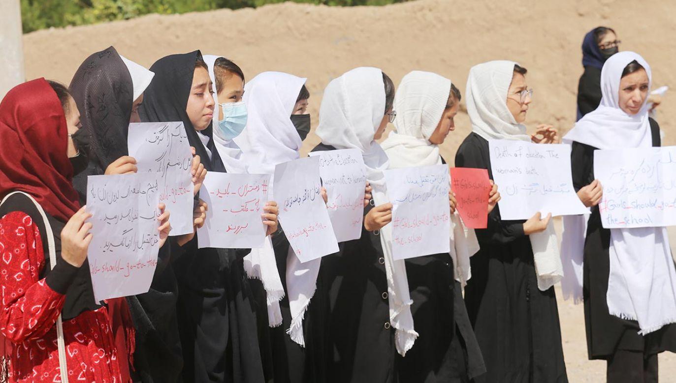 Afganki przeciwstawiają się talibom (fot. Stringer/Anadolu Agency via Getty Images)