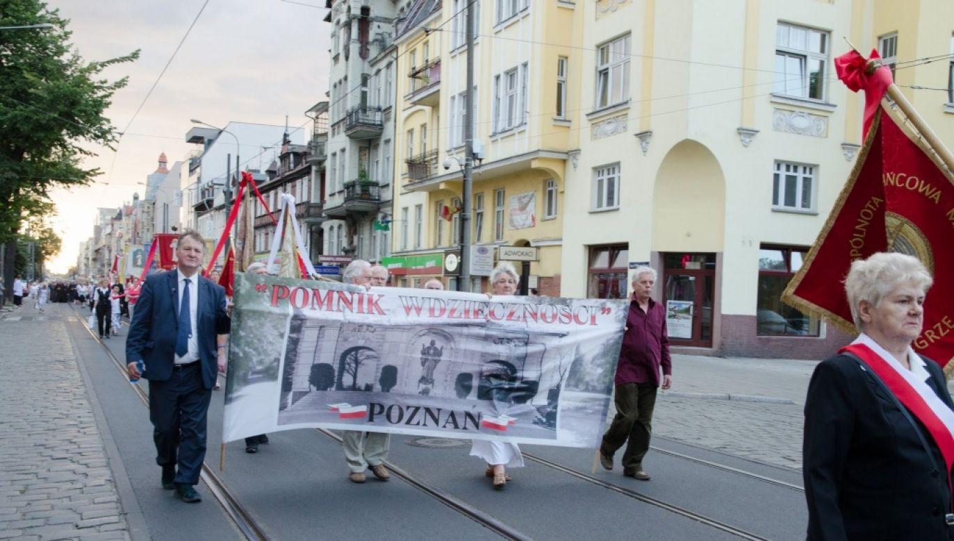 """Abp Gądecki przypomniał, że obecne władze Poznania, którego prezydentem jest Jacek Jaśkowiak, """"blokują odbudowę pomnika"""" (fot. pomnikwdziecznosci.pl)"""