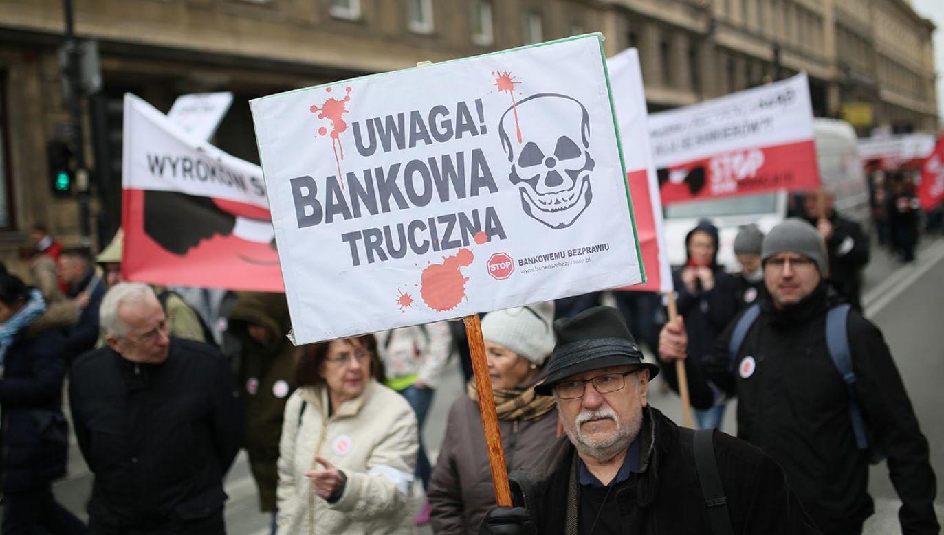 Mimo pandemii pozwy ws. kredytów walutowych zalewają polskie sądy (fot. PAP/Leszek Szymański)