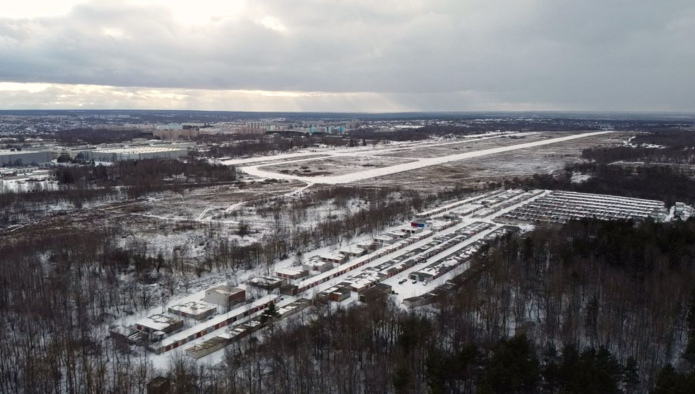 Teren lotniska Siewiernyj pod Smoleńskiem, gdzie 10 kwietnia 2010 roku doszło do katastrofy Tu-154 (fot. TVP)