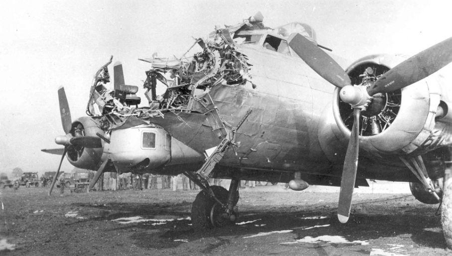 Boeingi B-17 były niezwykle wytrzymałe (fot. USAF)