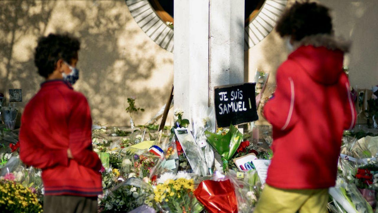 Uczeń, który stwierdził, że Samuel Paty zasłużył sobie na śmierć, został wyrzucony ze szkoły (fot. A.Meunier/Getty Images)