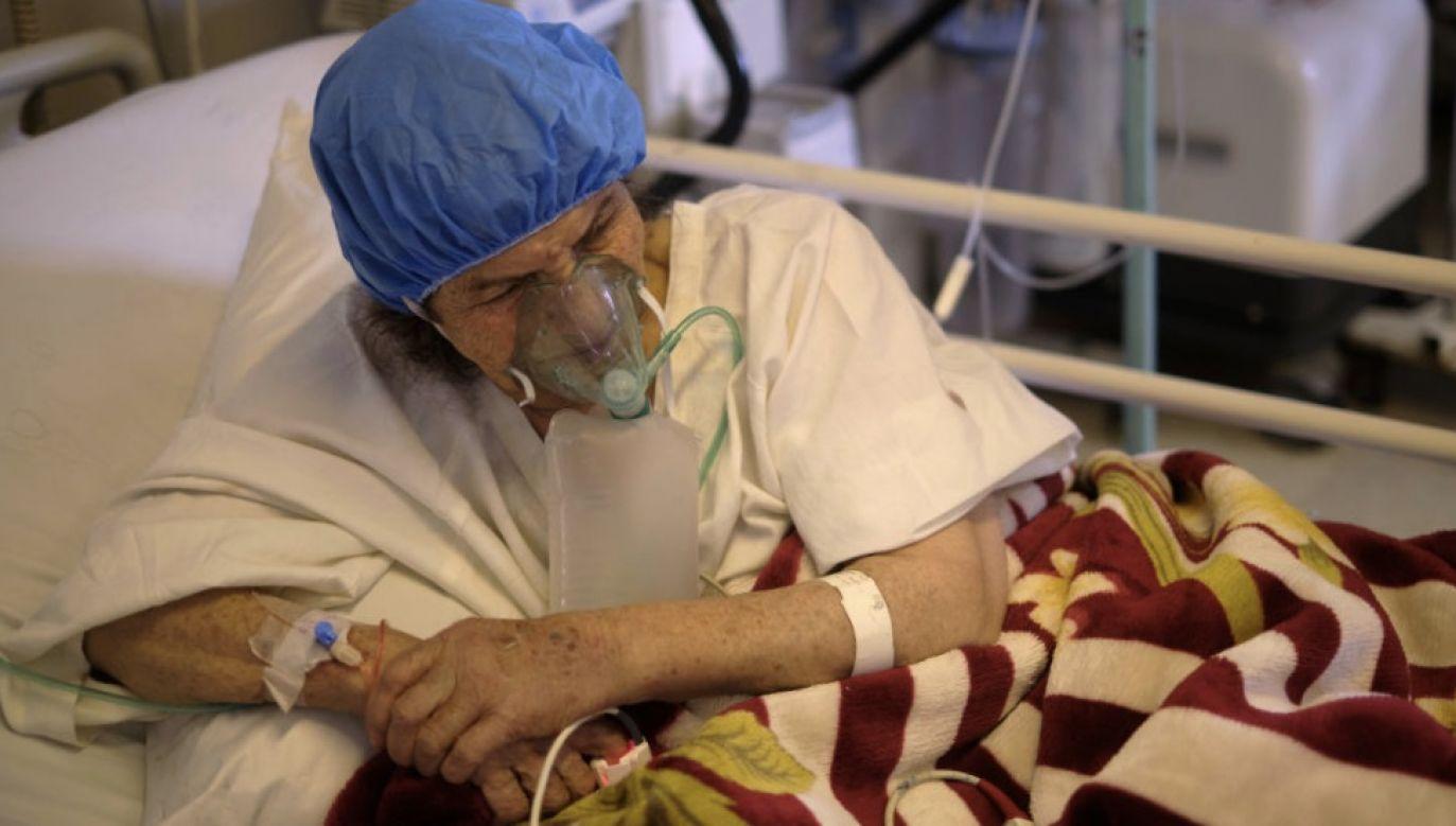 Pacjenci znacznie częściej umierają z powodu infekcji wywołanej koronawirusem (fot. Morteza Nikoubazl/NurPhoto via Getty Images)
